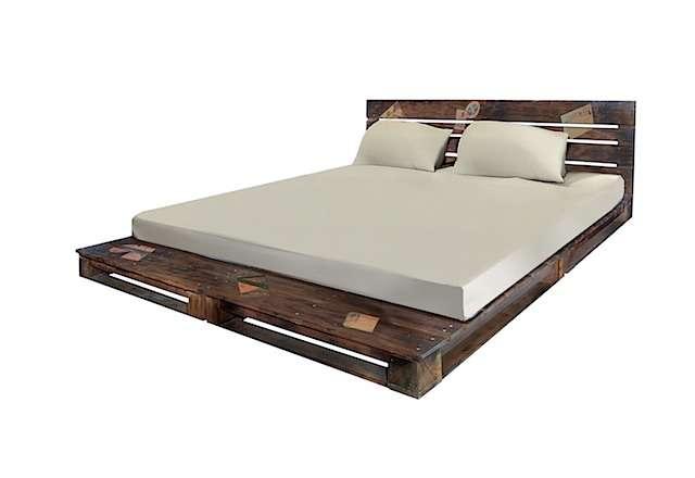 cama com paletes de madeira