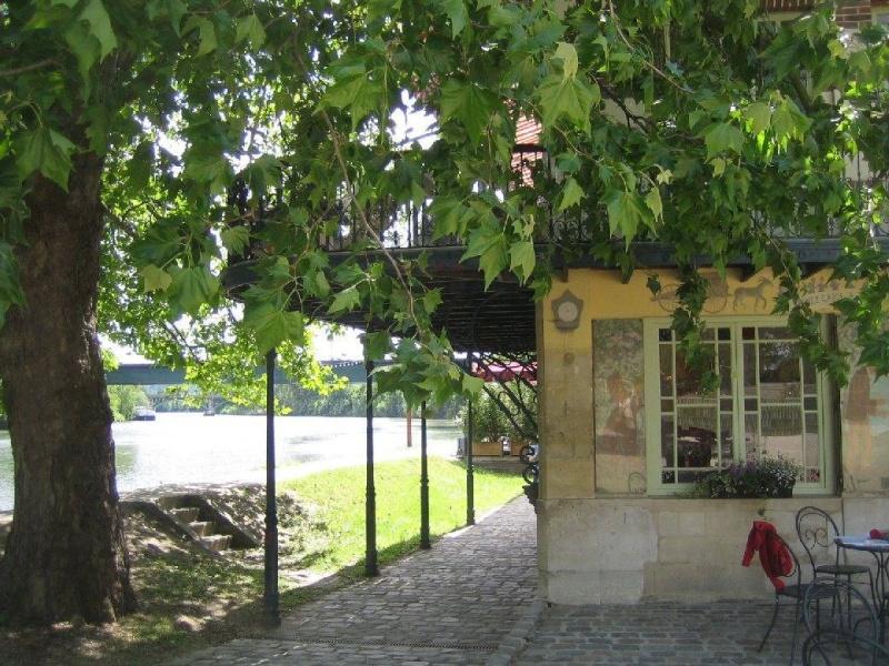Qui aime les maisons de pierres anciennes for Renoir maison classique