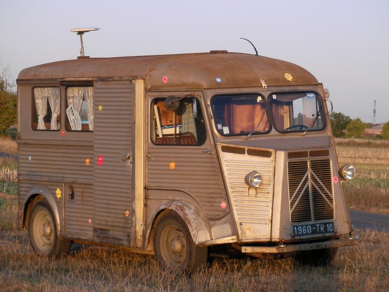 pr sentation hy 1960 camping car d 39 poque. Black Bedroom Furniture Sets. Home Design Ideas