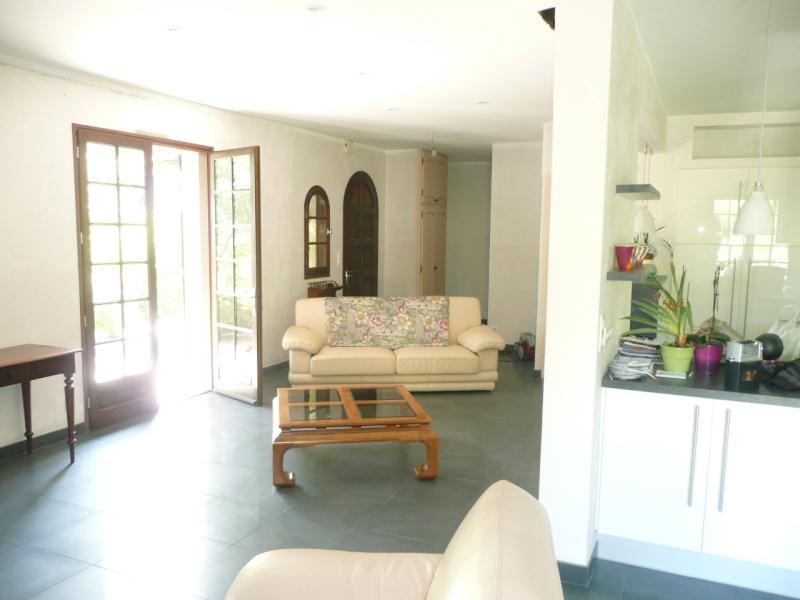 cuisine ouverte sur salle salon et entr e. Black Bedroom Furniture Sets. Home Design Ideas