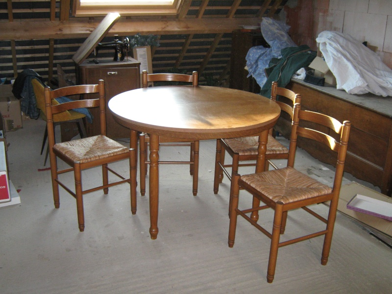 vends une table formica 4 chaises