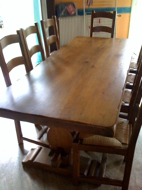 Vends table monast re en chene clair massif 8 chaises for Table de salle a manger contre un mur