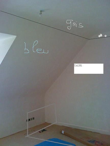 chambre garcon mansarde au mur droit beige galne pour gagner de la place - Peindre Une Chambre Mansardee