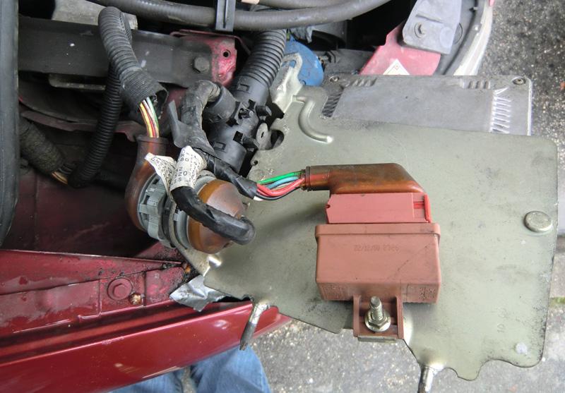 Fusible pompe a essence 206 s16